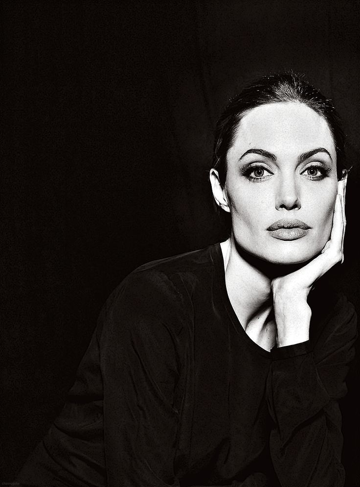 anh-chan-dung-Angelina-Jolie-by-Annie-Leibovitz