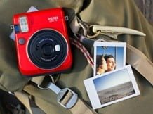 may-anh-chup-lay-ngay-Fujifilm-Instax-Mini-70-1