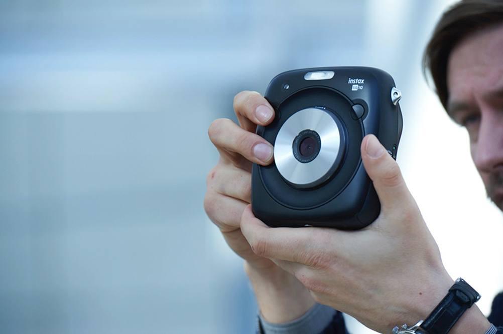 may-anh-chup-lay-ngay-Fujifilm-Instax-SQ10-2